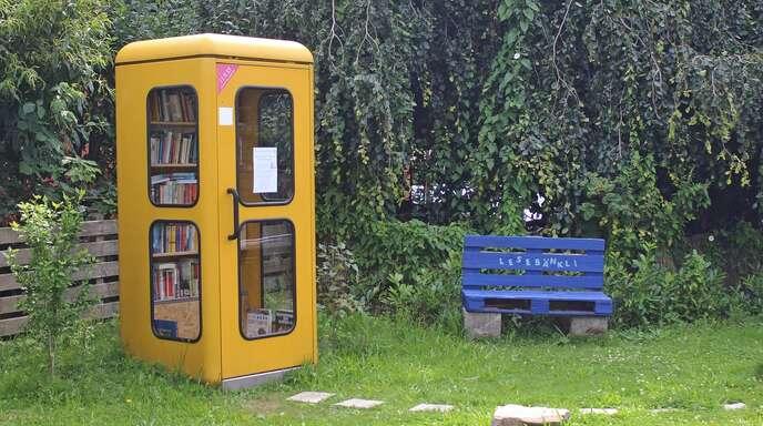 Ungewöhnliches Bild: In Zell-Weierbach steht eine Telefonzelle – für Bücher.