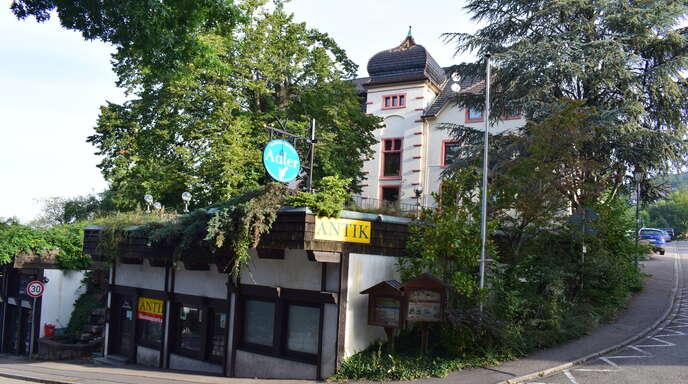 Der Antik-Laden an der Einfahrt Kirchweg in Sasbachwalden wird im Oktober abgerissen. An seine Stelle soll später eine Treppenanlage mit Aufenthaltsflächen treten.