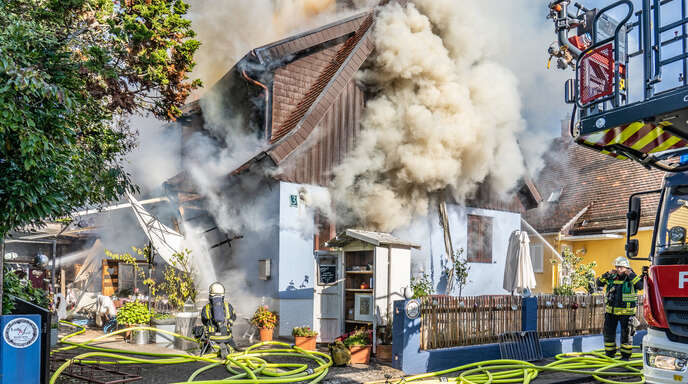 Die Feuerwehr kämpfte - aber am Schluss war das Haus nicht mehr zu retten.