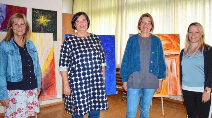 Trauerbegleiterinnen heißen die Gäste im Trauercafé im evangelischen Gemeindehaus in Achern willkommen (von links): Christine Heim, Isabelle Opfermann, Christiane Bohnert und Judith Wiegert.