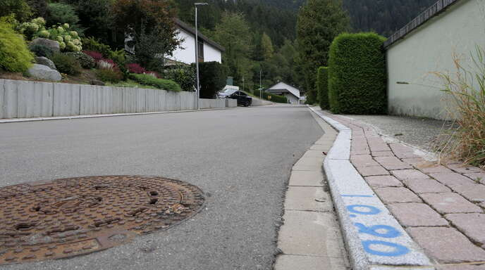 Künftig werden auf der Straße gekennzeichnete Flächen die Parkmöglichkeiten im Akazien (Foto)- und Eichbergweg in Vorderlehengericht anzeigen.