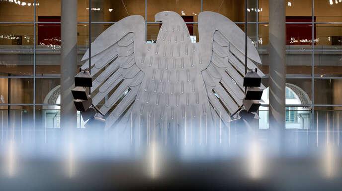 Der Bundesadler im Deutschen Bundestag in Berlin.