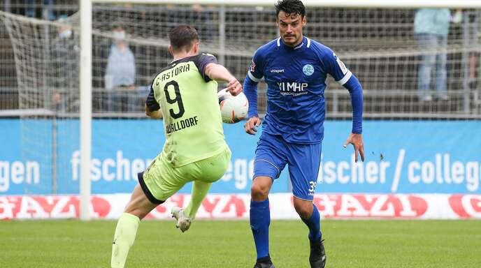 Julian Leist (re.) und die Stuttgarter Kickers wollen am Samstag gegen die Sport-Union Neckarsulm wieder am Ball sein.