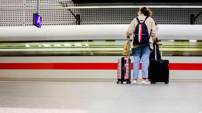 Aldi Süd und Nord bieten ab kommender Woche Bahntickets an.