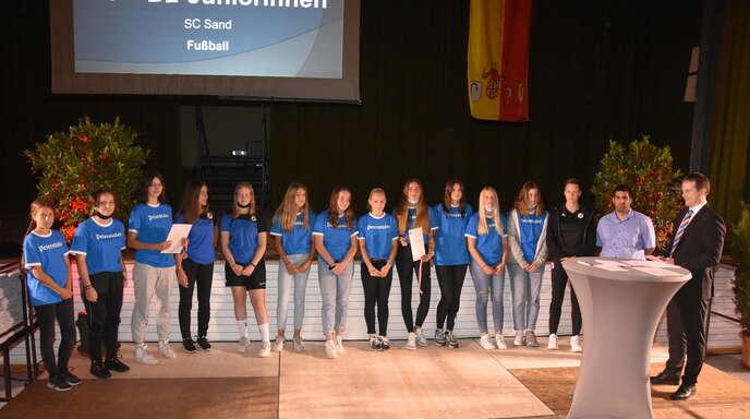 Der SC Sand stellte mit sechs Juniorinnenmannschaften die meisten Geehrten in den Mannschaftssportarten – im Bild sind die D-Juniorinnen zu sehen.