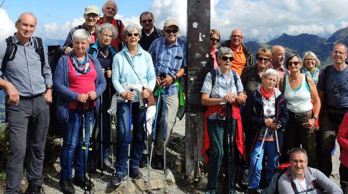 Ein Gruß aus luftiger Höhe: Die Teilnehmer vom Schwarzwaldverein Zell bestiegen zwei Gipfel.