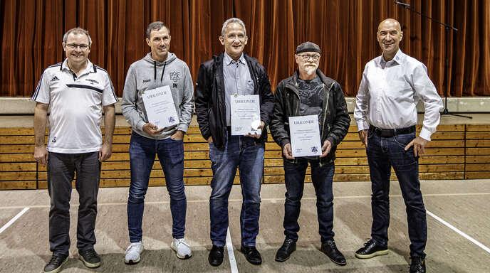Treue Mitglieder des FC Fischerbach geehrt (von links):Joachim Sum, Patrick Knupfer, Ronald Weidner, Günter Asberger und Harald Bächle.