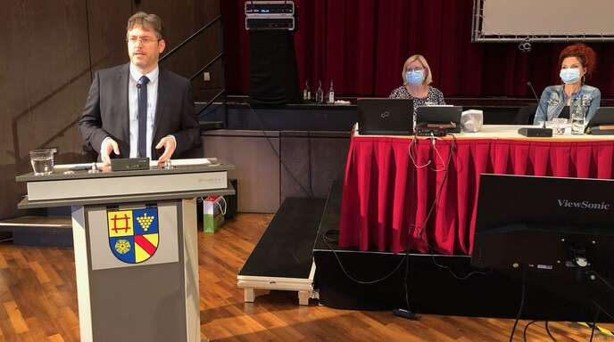 Christian Dusch (42), bisher Direktor des Regionalverbands Südlicher Oberrhein, wurde am Dienstag in der Badner Halle in Rastatt zum neuen Landrat des Landkreises Rastatt gewählt.