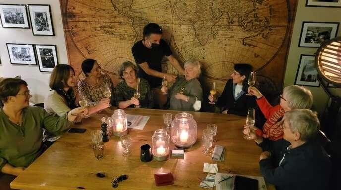 Diskutierten über politische Themen (von links): Melanie Maulbetsch-Heidt, Sanja Tömmes, Michaela Busch, Claudia Mündel, Mirko Sansa, Ilse Teipelke, Nicole Stirnberg, Barbara Tonnelier und Marina Nohe.