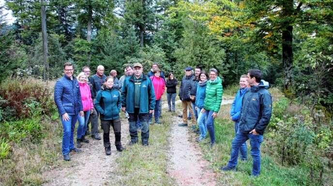 Die Waldbegehung der Sasbacher Gemeinde- und Ortschaftsräte führte auch in den Bereich, an dem die Aufstellung des Sasbacher Windrades denkbar wäre.