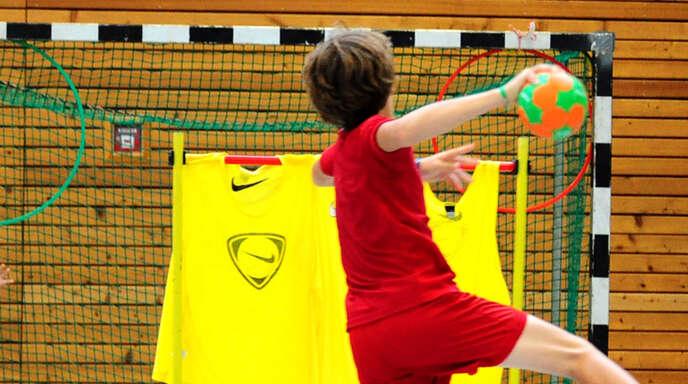 Am Freitag dürfen sich Grundschüler wieder voll dem Handball widmen.