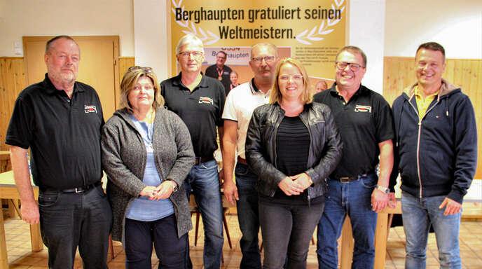 Der Vorstand des Kleintierzuchtvereins C534 Berghaupten/Gengenbach (von links): Karl Bau, Verena Bruder, Klaus Roth, Klaus Bauer, Kathrin Welte, Reinhard Benz (Vorsitzender) und Karl-Heinz Benz.