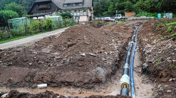 Das Fernwärmenetz in Nordrach wird nun auch bis zum Ortsteil Allmend erweitert. Die Leitungen liegen auf 700 Meter Länge im Graben.