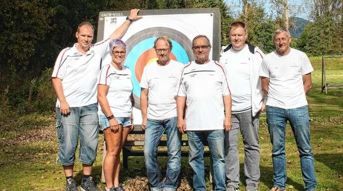 Der neu gewählte Vorstand des Bogenschützen Clubs (BSC) Zell: von links Riccardo Hehr, Sabine Herm, Hartmut Bruch, Helmut Wichmann, Sebastian Gingter und Andreas Asmus.