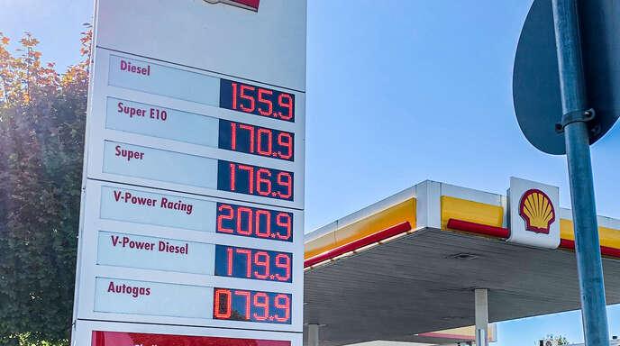 An der Schell-Tankstelle bei der Offenburger Messe kostete das Benzin am Donnerstag 1,76 Euro.