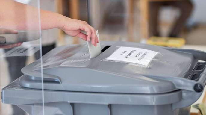 In einem Wahllokal bei der Bundestagswahl 2021.