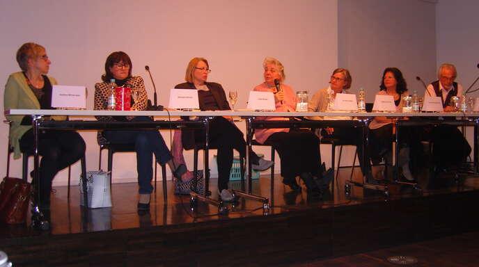An der Podiumsdiskussion des Autorennetzwerks Ortenau-Elsaß mit dem Titel »wenn Kinder Kinder kriegen« beteiligten sich sieben Diskutanten.