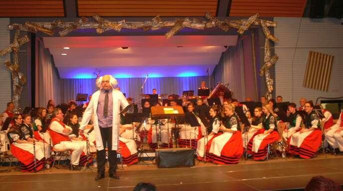 Eine musikalische Zeitreise bot die Trachtenkapelle den Besuchern ihres Konzerts in der Altenheimer Halle.