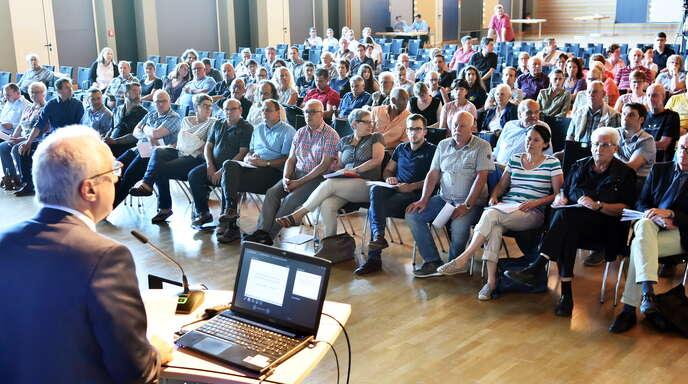 Rund 160 interessierte Besucher verfolgten am Mittwochabend in der Kehler Stadthalle den Informationsabend zur Gegenwart und Zukunft der Kehler Bäder.