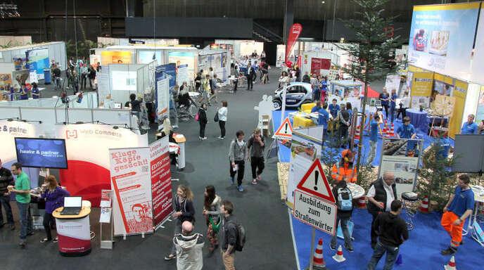 Für Schüler wie Erwachsene ist die Berufsinfomesse in Offenburg seit 14 Jahren eine Anlaufstelle, wenn es um Aus- und Weiterbildung geht. In diesem Jahr ist wieder ein Ausstellerrekord erreicht.