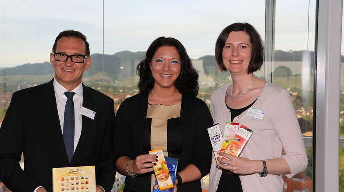 Referentin Nadine Lindt (Mitte) verriet, wie man Premium-Schokolade erfolgreich vermarktet. Links Club-Präsident Duschan Gert, rechts Programm-Vorstand Sandra Wörner.