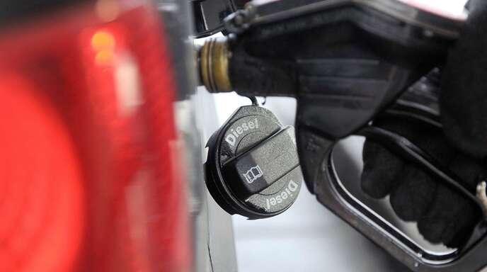 Seit dem Dieselskandal haben sich die Lieferzeiten für Neuwagen mit Benzinmotor teilweise beträchtlich erhöht. Auch Werksferien haben Einfluss auf die Dauer der Wartezeiten.