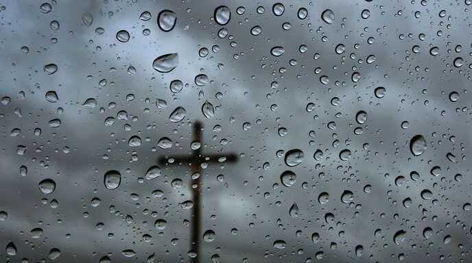 Seit der Gründung der AfD spielen evangelikale Kreise in ihr eine große Rolle – sie prägen Programm und Personal der Rechtspopulisten.