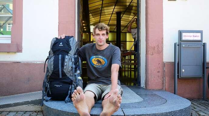 Auf großem Fuß unterwegs: Der 26-jährige Michael Essing wandert seit 84 Tagen barfuß quer durch Deutschland.