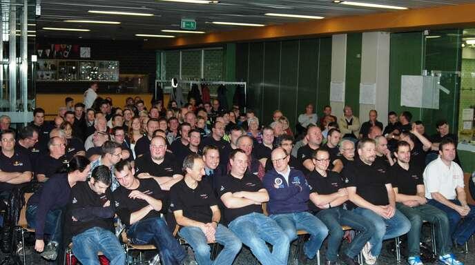 Über 100 Zuhörer waren zur Gemeinderatssitzung gekommen, in der es um die Feuerwehr ging.