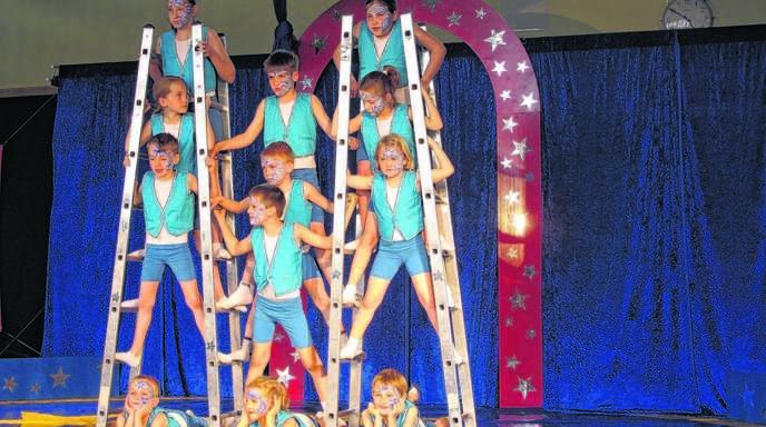 Ein tolle Zirkusvorstellung zauberten die Kinder in die Turn- und Festhalle.