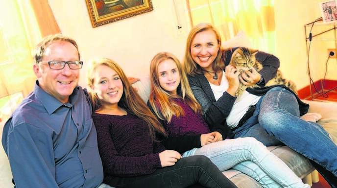 Stehen fest zusammen (von links): Eberhard Grösser mit Pauline Litterst und ihrer Schwester Emelie sowie Mutter Elke Grösser-Litterst.