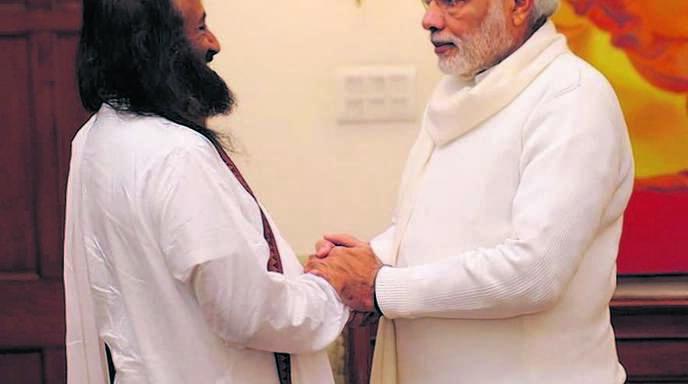 Friedensbotschafter Sri Sri Ravi Shankar (links) traf zuletzt den indischen Premierminister Modi.