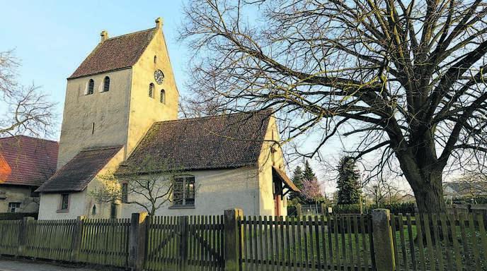 In Hausgereut – hier die St. Nikolaus-Kapelle von 1288 als Wahrzeichen des kleinsten Rheinauer Stadtteils – kommt der Familienname Hauß am häufigsten vor. Von den 230 Einwohnern tragen ihn aktuell 19.