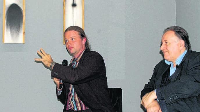 Künstler Tim-Otto Roth (links) im Gespräch mit ZKM-Direktor Peter Weibel.