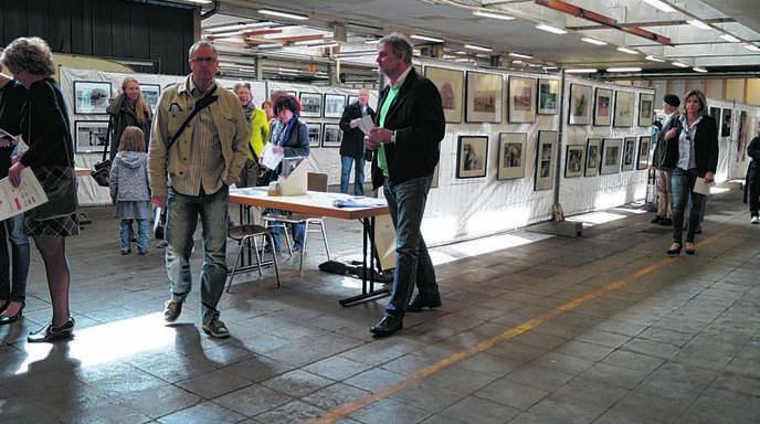 Reges Interesse herrschte gestern in der neueröffneten Foto-Ausstellung.