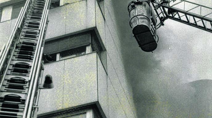 Nur mithilfe von Drehleitern konnten beim Acherner Krankenhausbrand Patienten aus dem fünften und sechsten Stock gerettet werden. Der Rauch erwies sich dabei als größerer Feind der Menschen als das Feuer selbst.