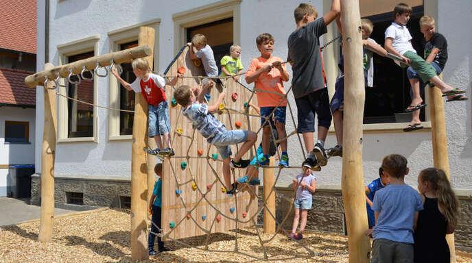 Klettergerüst Zum Hangeln : Hurra wir haben ein neues klettergerüst u herz für kinder
