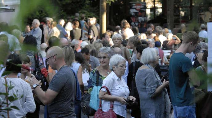 Viel los war vor allem am Samstag bei der Messe »Kunst und Genuss« im Lahrer Stadtpark. An den zahlreichen Ständen mit Essen und Getränken bildeten sich teils lange Schlangen.