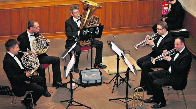 Das Quintett »Brass 5« überzeugte in Allmannsweier mit dem Auftritt in der Kirche (von links): Michael Czakalla, Stefan Kessler, Walter Willaredt, Steven Böhringer und Jörg Engler.