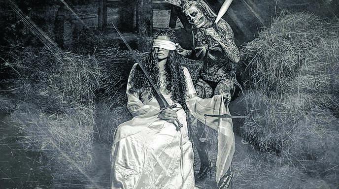 Justizia und der Tod – eine Szene aus dem »Narrenschiff«, in Szene gesetzt. und fotografiert von Reinhard Ringwald.