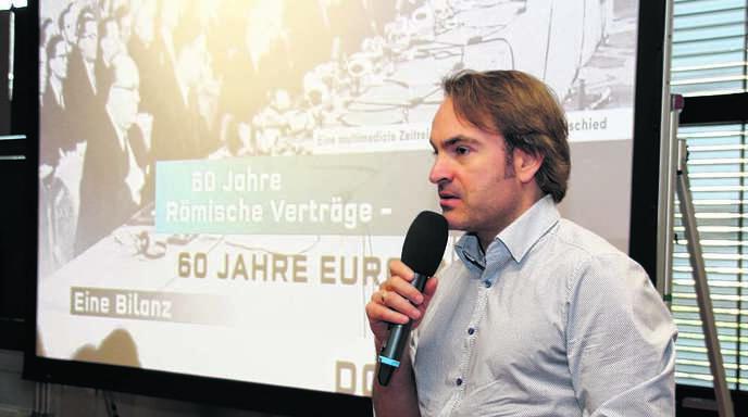 Viele Schüler des beruflichen Gymnasiums der Lender möchten sich nach einer Umfrage für Europa einsetzen. Der Journalist und Politikexperte Ingo Espenschied zeigte auf, dass das wichtige Projekt Europa weiterhin auf dem Weg und nicht am Ziel sei.