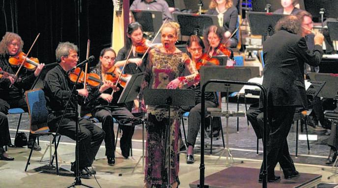 Einen Bogen von der Klassik über orientalische Rhythmen bis zum Jazz schlugen die Akteure beim neuen Weltmusikprojekt von Bernd Ruf.