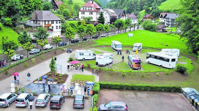 Neun Stellplätze hat der neue Wohnmobilstellplatz in Bad Peterstal zunächst. Neun weitere können in einem zweiten Bauabschnitt hinzukommen. Am Pfingstmontag wurde der Platz offiziell eröffnet.