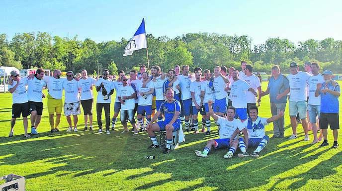 Da war die Freude bei der Mannschaft groß: Der FC Ottenheim spielt wieder in der Kreisliga A.