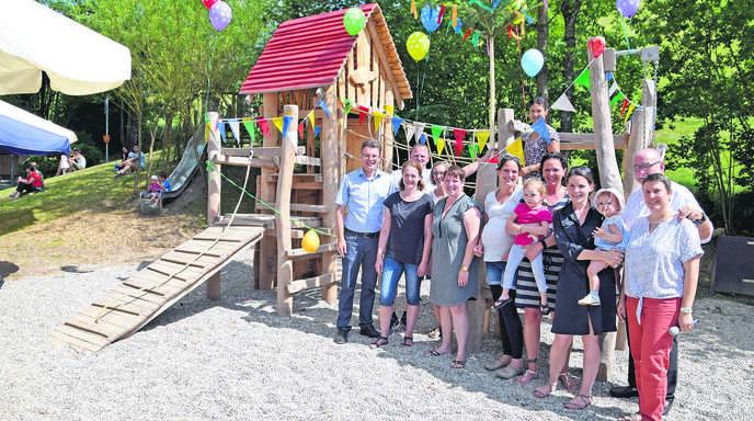 Klettergerüste Kindergarten : Riesenparty fürs klettergerüst st laurentius kindergarten