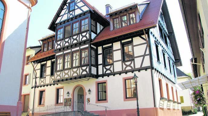 Wen wählen die Sasbacher am kommenden Sonntag als neuen Bürgermeister ins Sasbacher Rathaus? Fällt die Entscheidung gar erst in einem zweiten Wahlgang am 22. Oktober? Das entscheiden die 4403 Wahlberechtigten.