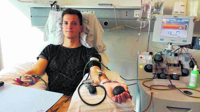 Vier Stunden dauerte die Stammzellenspende, der sich der Oppenauer Tobias Keller im Robert-Bosch-Krankenhaus in Stuttgart unterzog. Nun hofft er, dass der Körper des an Blutkrebs erkrankten Empfänger die Spende akzeptiert.