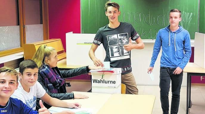 Schüler der Realschule Rheinau beteiligen sich bei der bundesweiten Juniorwahl.