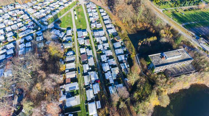 Aus dem Campingplatz und dem Seehotel (rechts unten im Bild) will die Grossmann Group in den nächsten Jahren ein attraktives Ziel am Fuße des Nationalparks machen