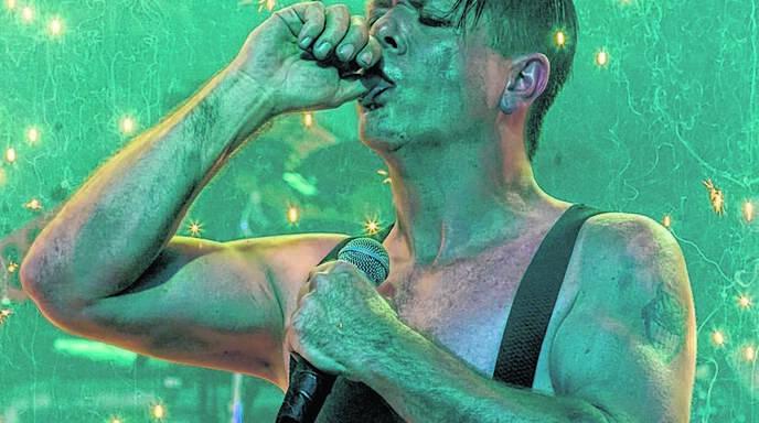 Heli Reißenweber von Stahlzeit kommt Rammstein-Sänger Till Lindemann stimmlich nahe.